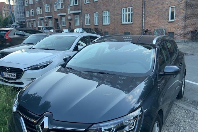Billig billeje af Renault Megane med GPS nær 2300 København.