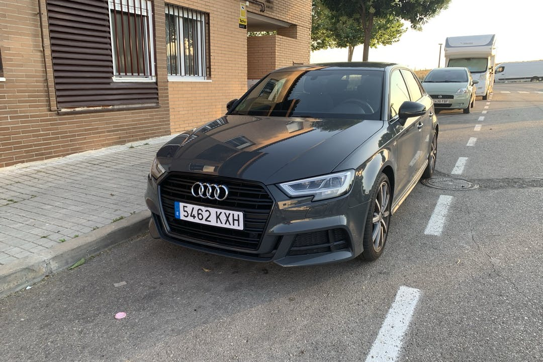 Alquiler barato de Audi A3 Sportback 1.5 Tfsi 150 Cod-E Black cerca de 28806 Alcalá de Henares.
