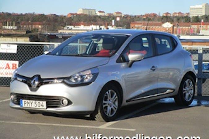 Billig biluthyrning av Renault Clio i närheten av 127 42 Skärholmen.