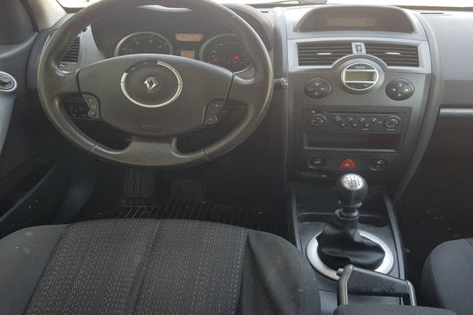 Alquiler barato de Renault Megane cerca de  .