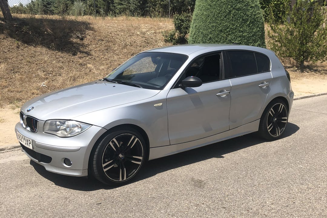 Alquiler barato de BMW Serie 1 cerca de 28232 Las Rozas de Madrid.