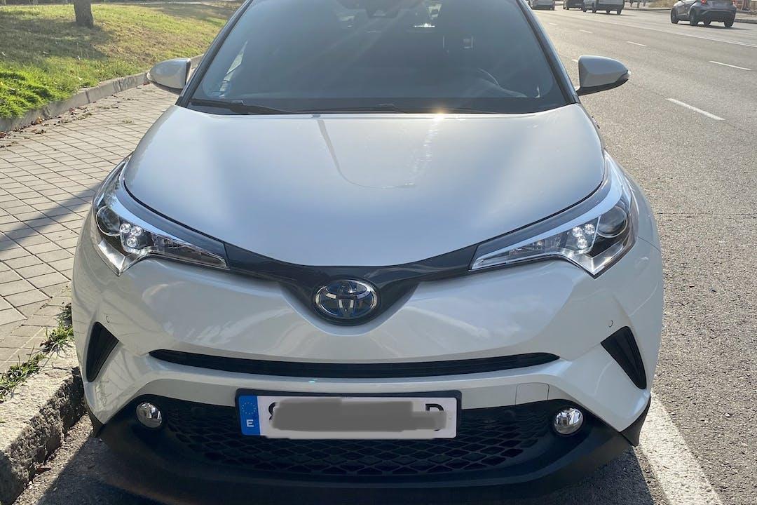 Alquiler barato de Toyota C-Hr con equipamiento GPS cerca de 28019 Madrid.