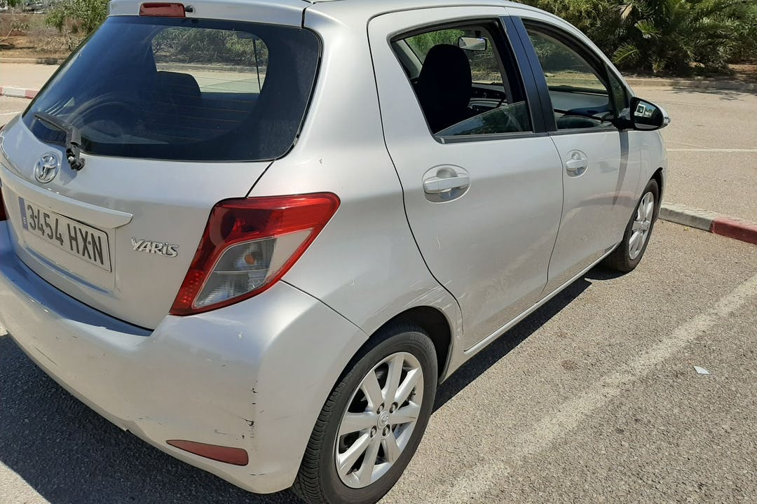 Alquiler barato de Toyota Yaris Active 1.3 Vvt-I cerca de 07010 Palma.