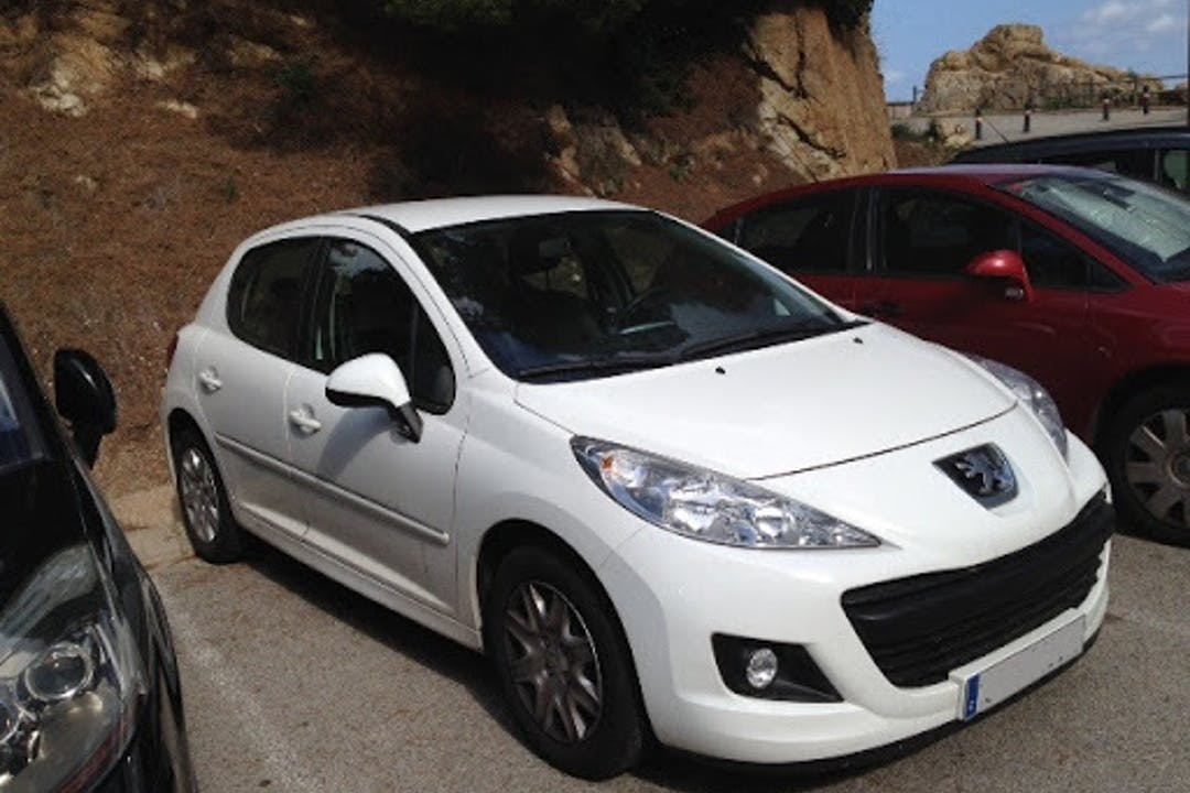Alquiler barato de Peugeot 207 cerca de  Maó.