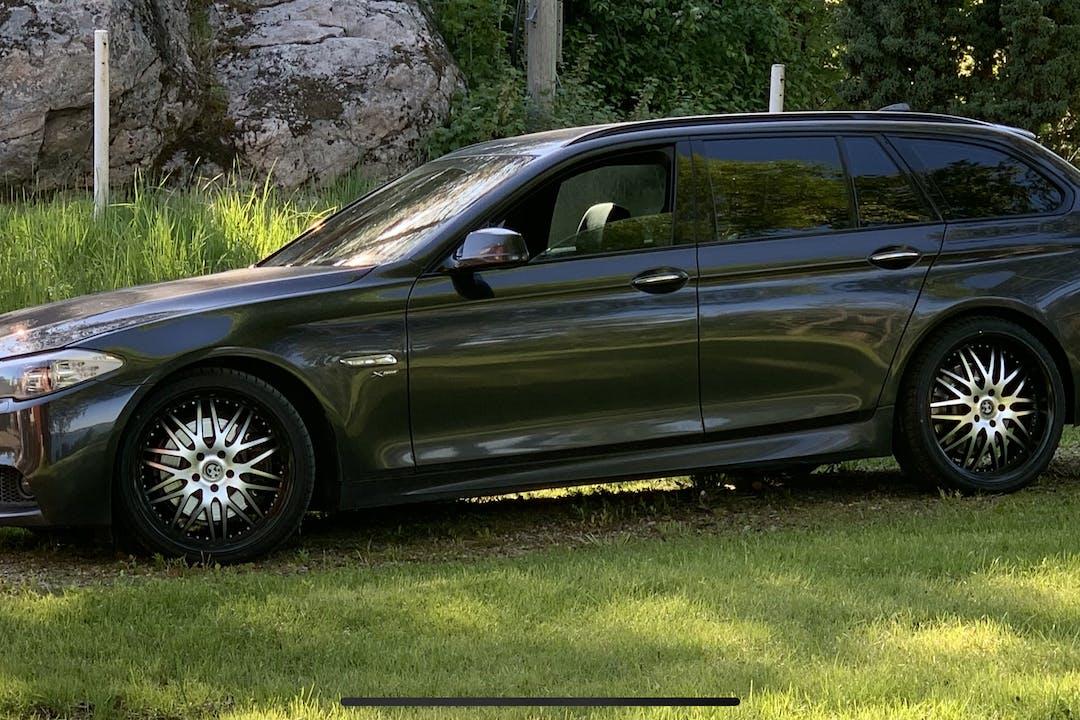 Billig biluthyrning av BMW 5 Series med Dragkrok i närheten av 870 52 Kramfors N.