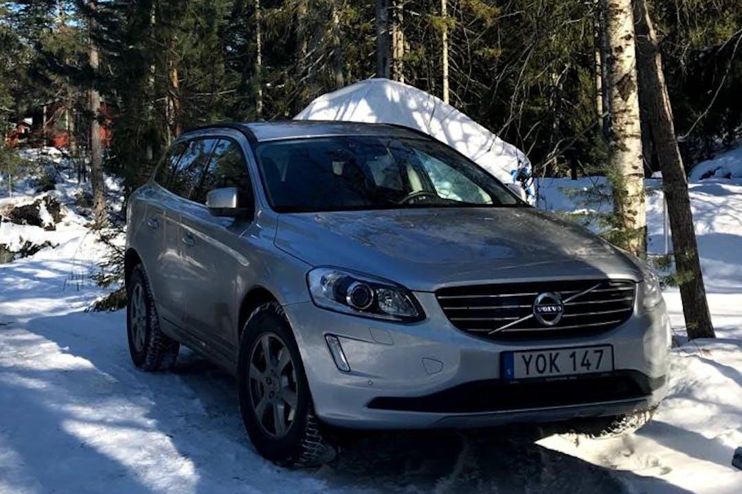 Billig biluthyrning av Volvo XC60 i närheten av 135 36 Bollmora.