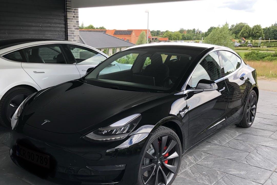 Billig billeje af Tesla Model 3 nær 3480 Fredensborg.