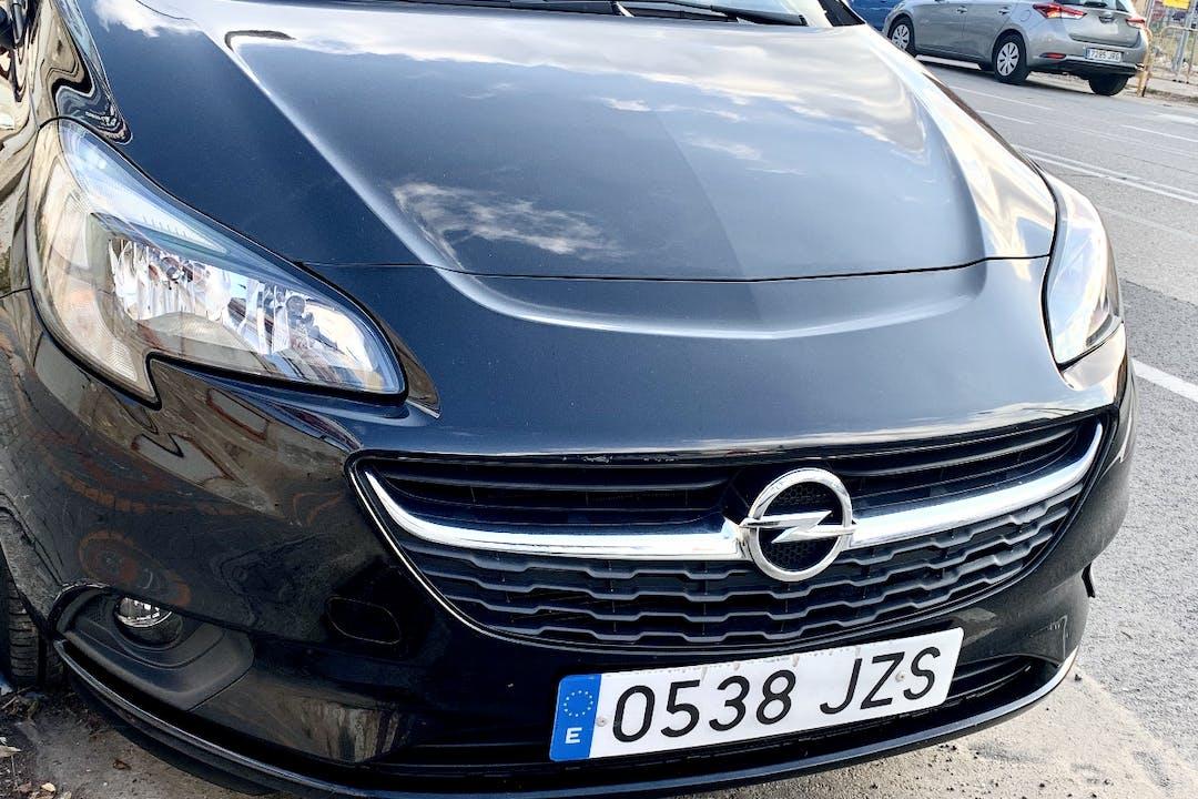 Alquiler barato de Opel Corsa cerca de 08013 Barcelona.