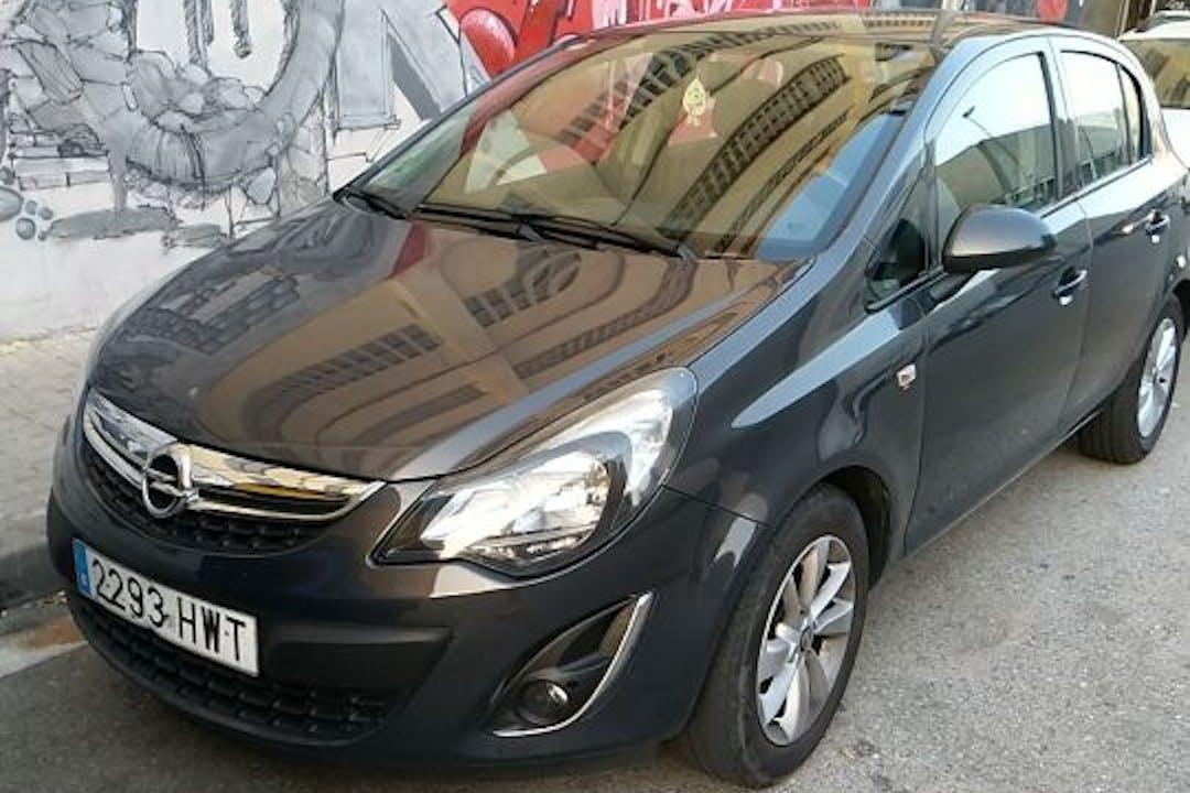 Alquiler barato de Opel Corsa cerca de 08004 Barcelona.