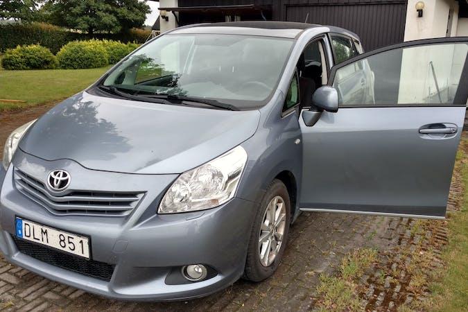 Billig biluthyrning av Toyota Verso i närheten av 233 31 .
