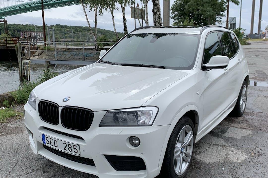 Billig biluthyrning av BMW X3 i närheten av  Sannegården.