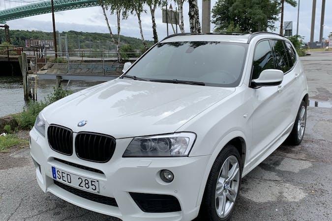 Billig biluthyrning av BMW X3 med GPS i närheten av  Sannegården.