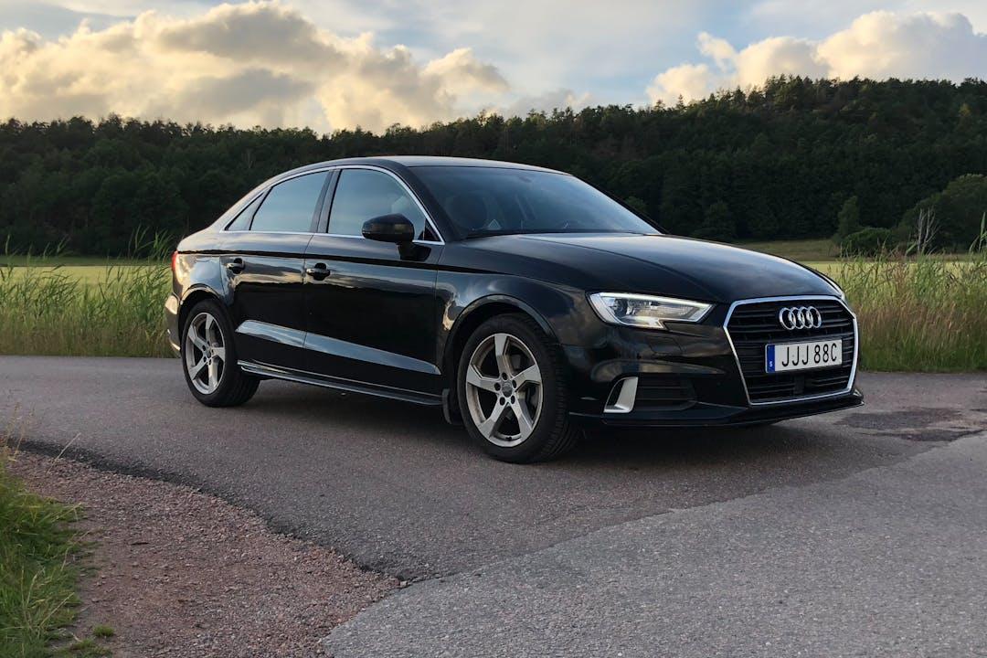 Billig biluthyrning av Audi A3 med GPS i närheten av  .