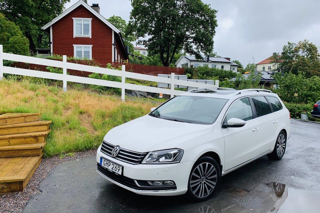 Billig biluthyrning av Volkswagen Passat med Dragkrok i närheten av 163 44 Spånga-Tensta.