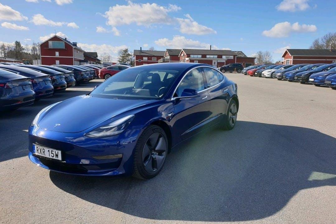 Billig biluthyrning av Tesla Model 3 i närheten av 114 22 Östermalm.