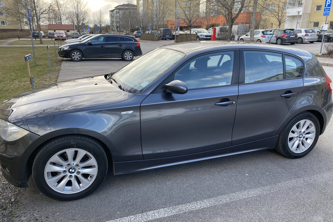 Billig biluthyrning av BMW 1 Series i närheten av 754 21 Kvarngärdet.