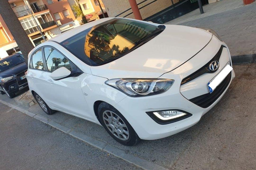 Alquiler barato de Hyundai I30 con equipamiento Fijaciones Isofix cerca de 28017 Madrid.