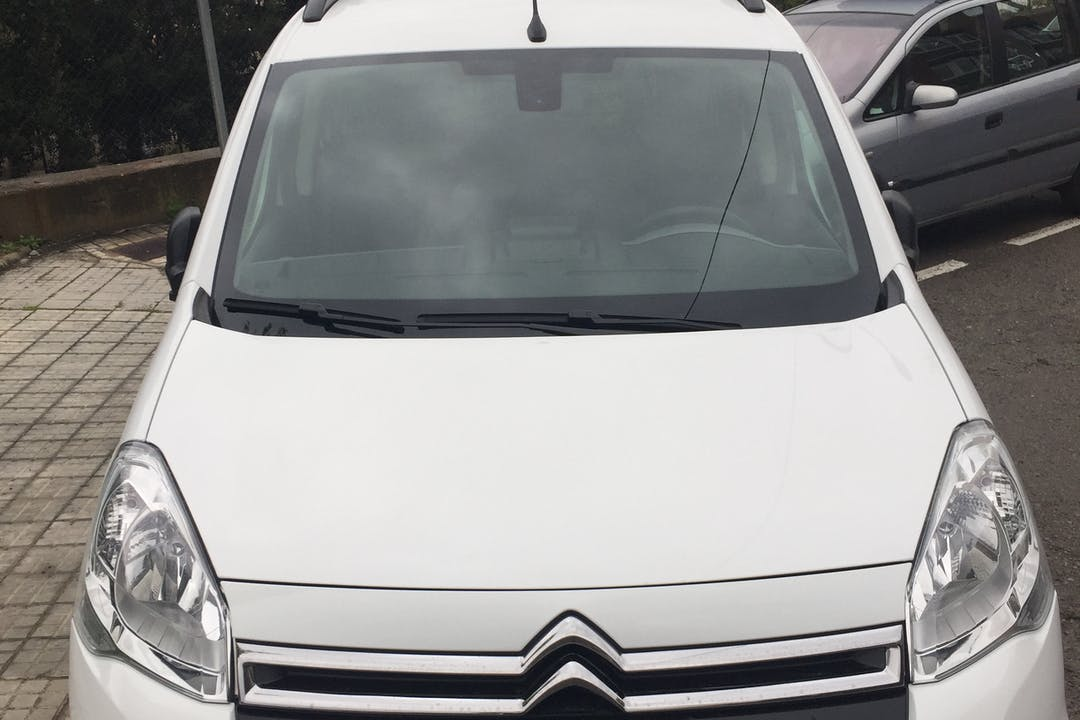 Alquiler barato de Citroën Berlingo cerca de 08173 Sant Cugat del Vallès.