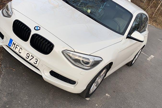 Billig biluthyrning av BMW 1 Series med Aircondition i närheten av 136 48 .