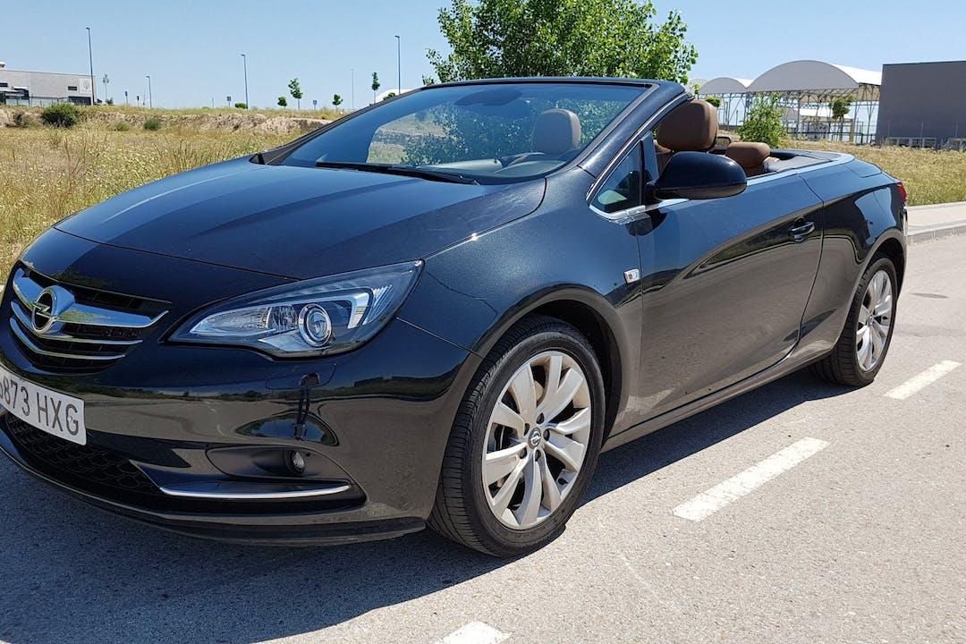 Alquiler barato de Opel Cabrio cerca de 28119 Prado Norte.