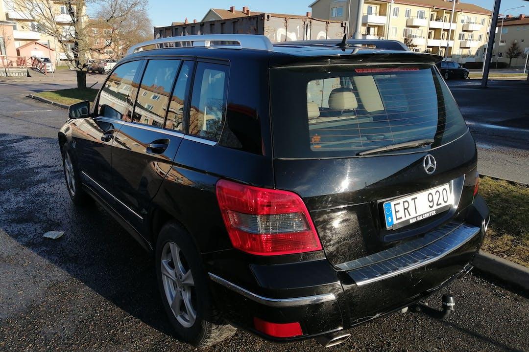 Billig biluthyrning av Mercedes GLC med Dragkrok i närheten av 754 47 Årsta.