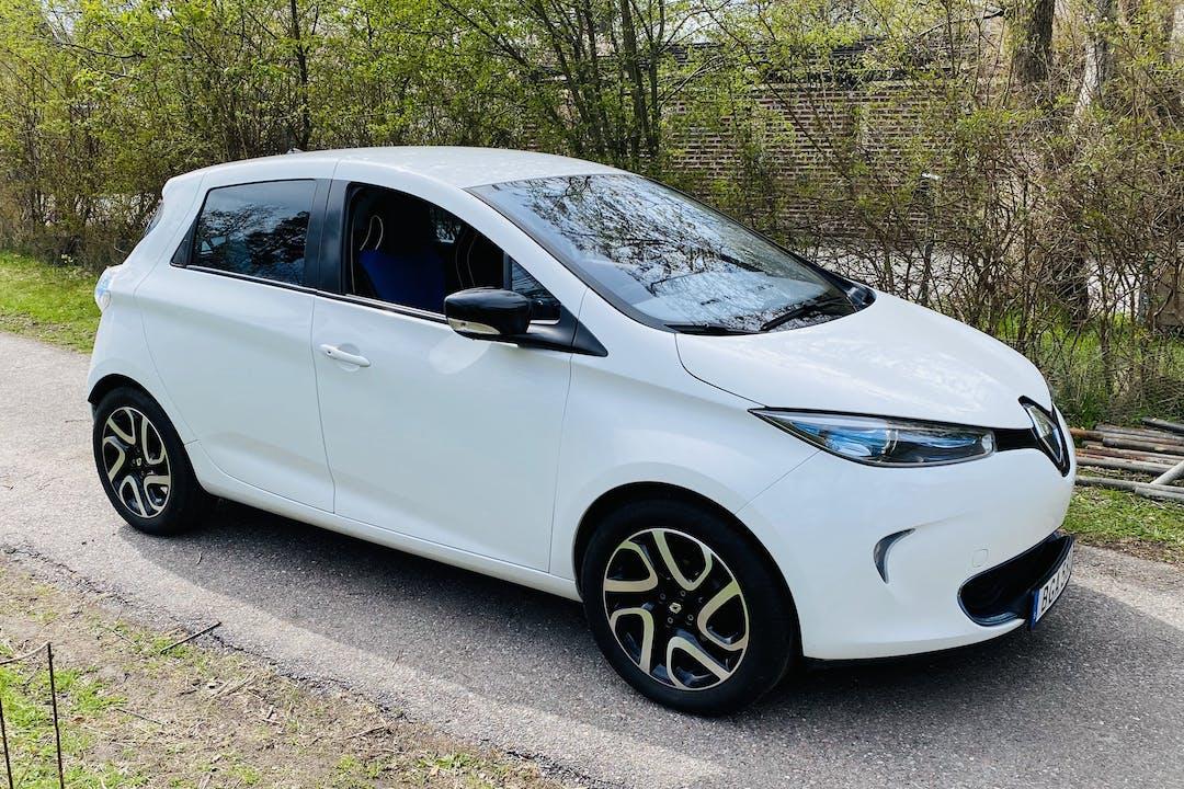 Billig biluthyrning av Renault Zoe med GPS i närheten av 132 46 .