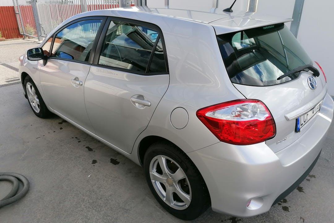 Billig biluthyrning av Toyota Auris Hybrid med Aircondition i närheten av  .