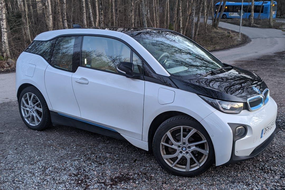 Billig biluthyrning av BMW i3 i närheten av 413 22 Guldheden.