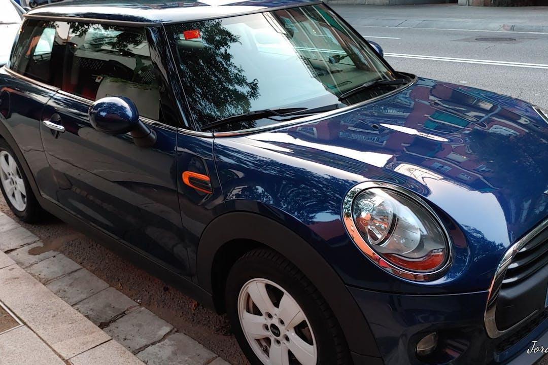 Alquiler barato de Mini Mini cerca de  Barcelona.