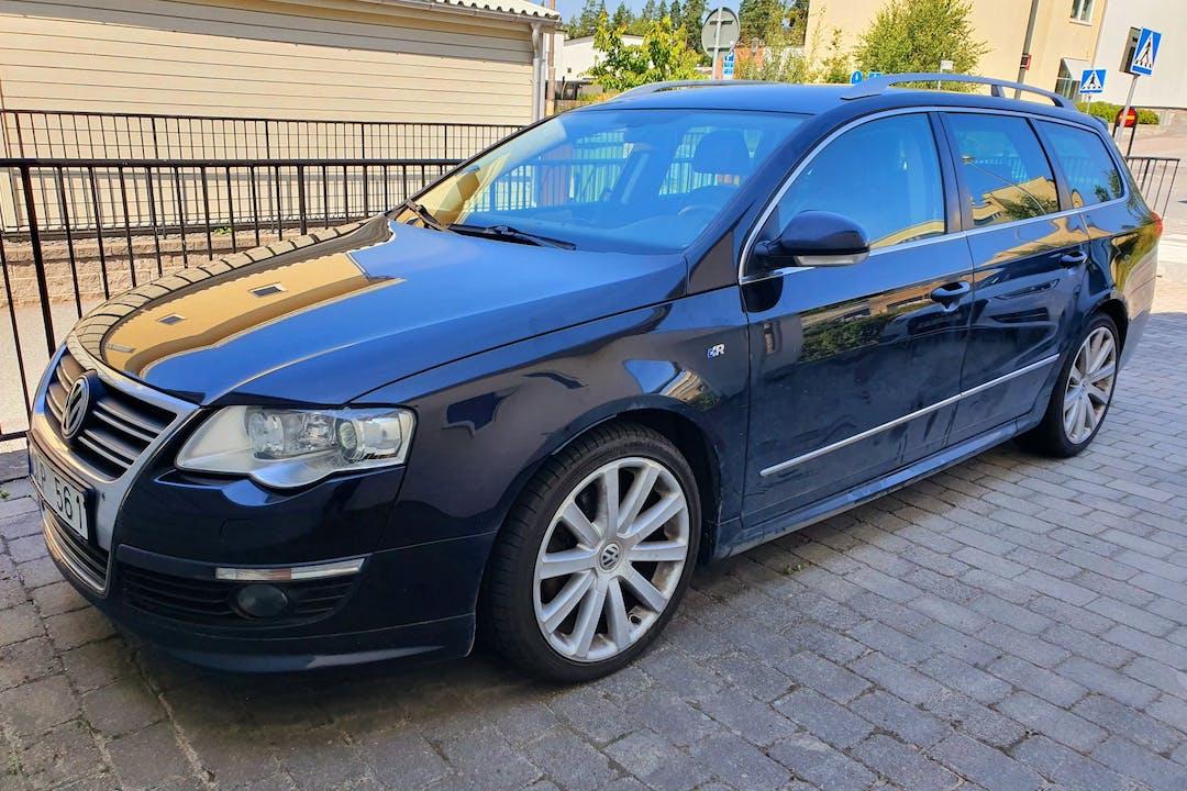 Billig biluthyrning av Volkswagen Passat med Isofix i närheten av 174 62 Ursvik.