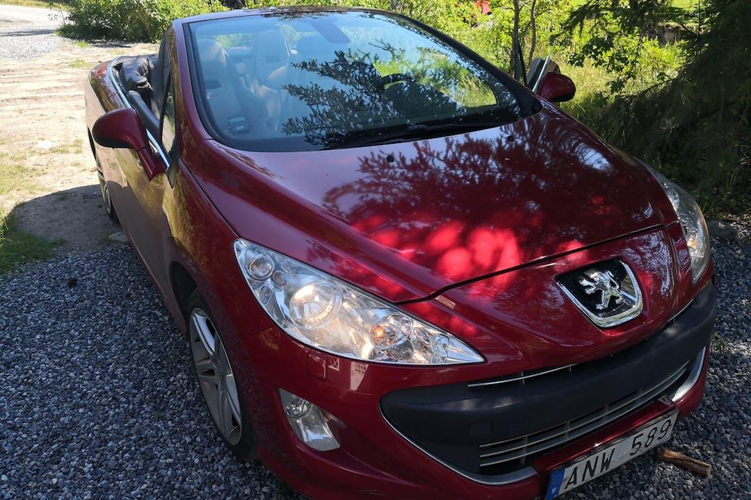 Billig biluthyrning av Peugeot 307 SW i närheten av 132 36 .
