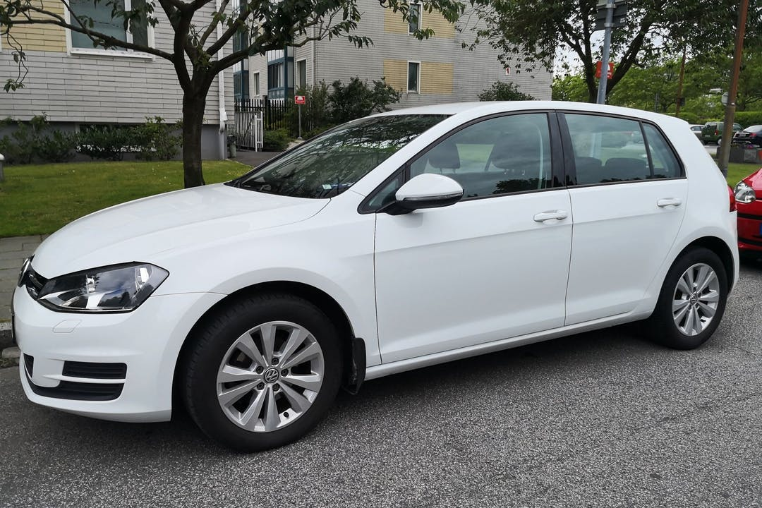 Billig biluthyrning av Volkswagen Golf i närheten av 212 16 Värnhem.