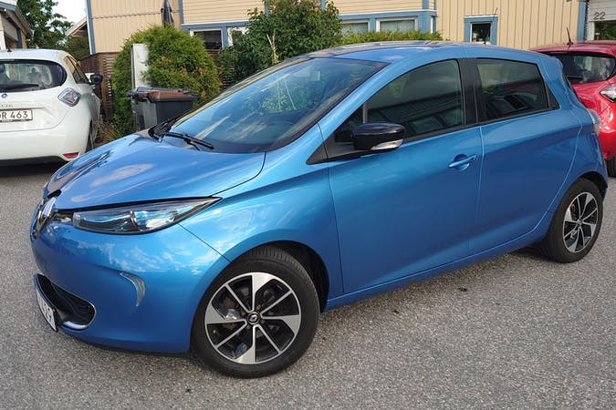 Billig biluthyrning av Renault Zoe i närheten av 187 64 Gribbylund.