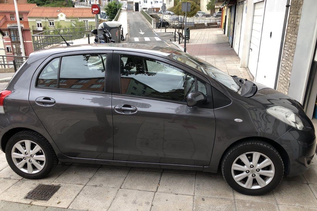 Alquiler barato de Toyota Yaris cerca de  Santander.
