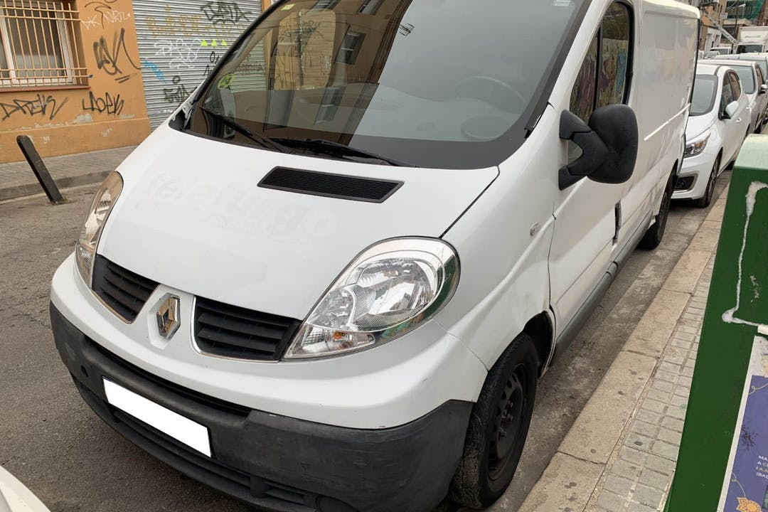 Alquiler barato de Renault Trafic T29 Furgon L 2.0 Dci cerca de 08912 Badalona.