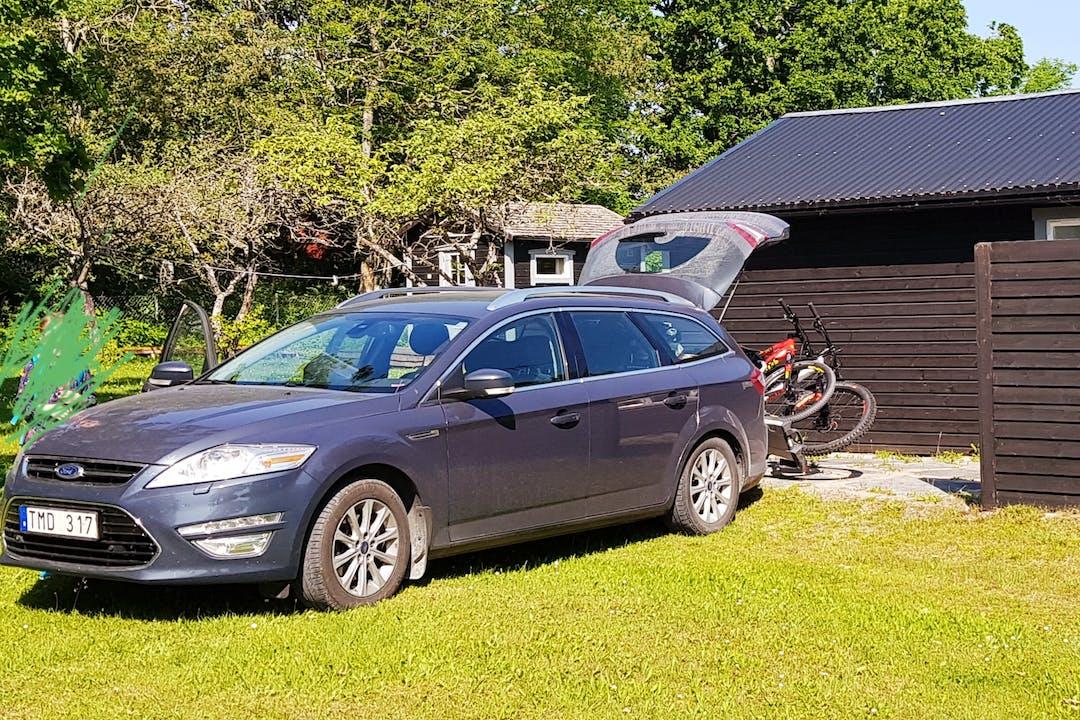 Billig biluthyrning av Ford Mondeo med Dragkrok i närheten av 753 40 Fålhagen.