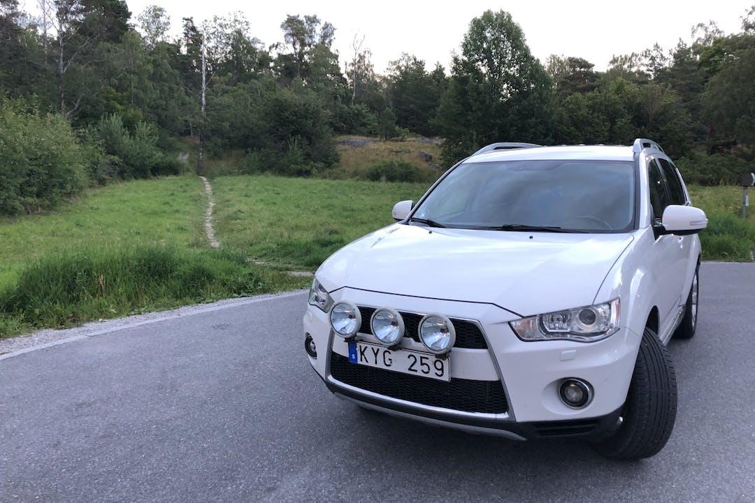 Billig biluthyrning av Mitsubishi Outlander 2.4 Miljöbil med Dragkrok i närheten av 192 54 Edsberg.