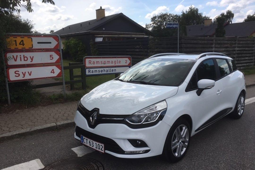 Billig billeje af Renault Clio SW med GPS nær 2680 Solrød Strand.