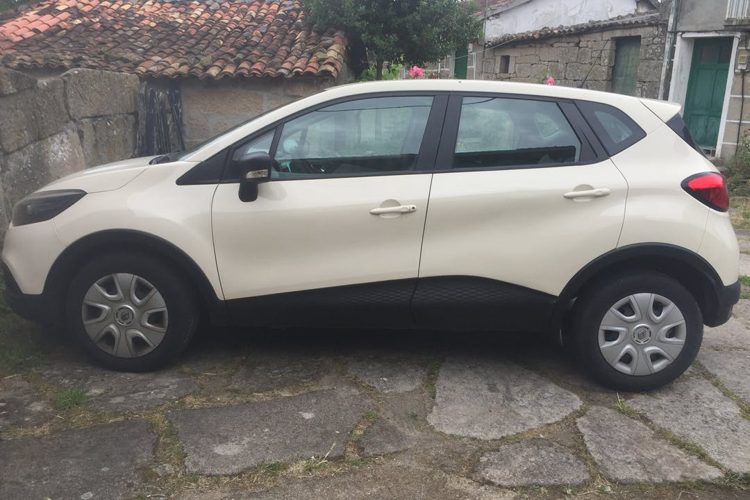 Alquiler barato de Renault Captur cerca de 32667 Vilaboa.