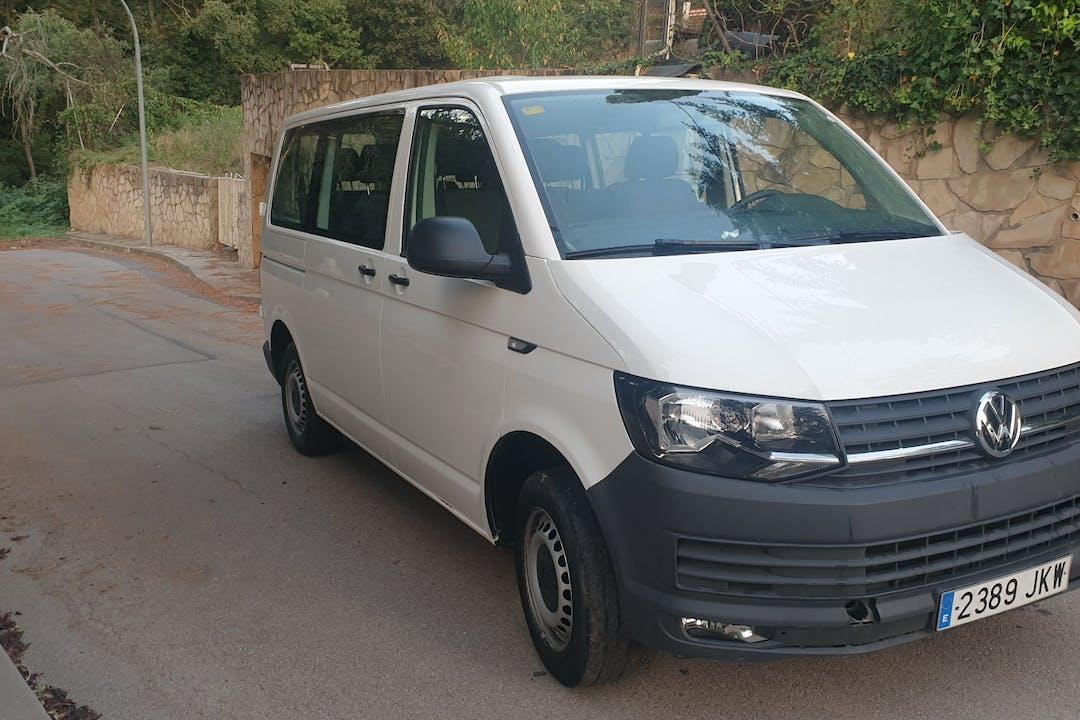 Alquiler barato de Volkswagen Transporter 2015 cerca de 08006 Barcelona.