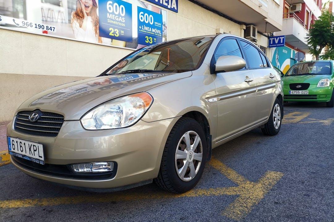 Alquiler barato de Hyundai Accent cerca de 03181 Torrevieja.