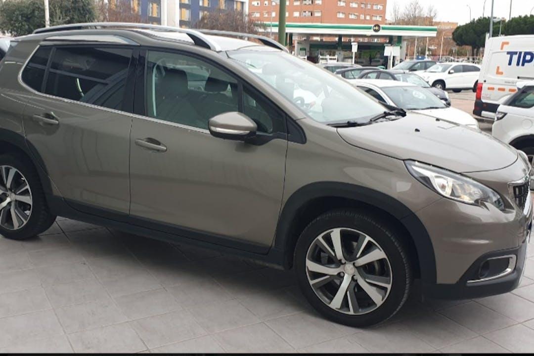 Alquiler barato de Peugeot 2008 cerca de 28904 Getafe.
