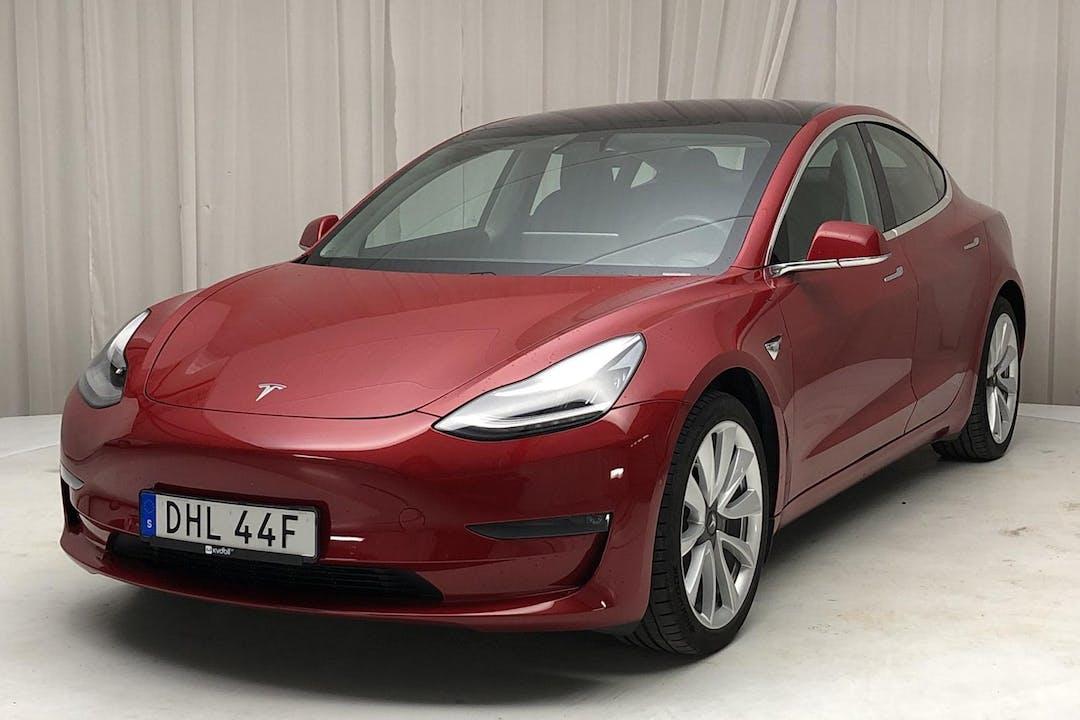 Billig biluthyrning av Tesla Model 3 i närheten av 692 71 .
