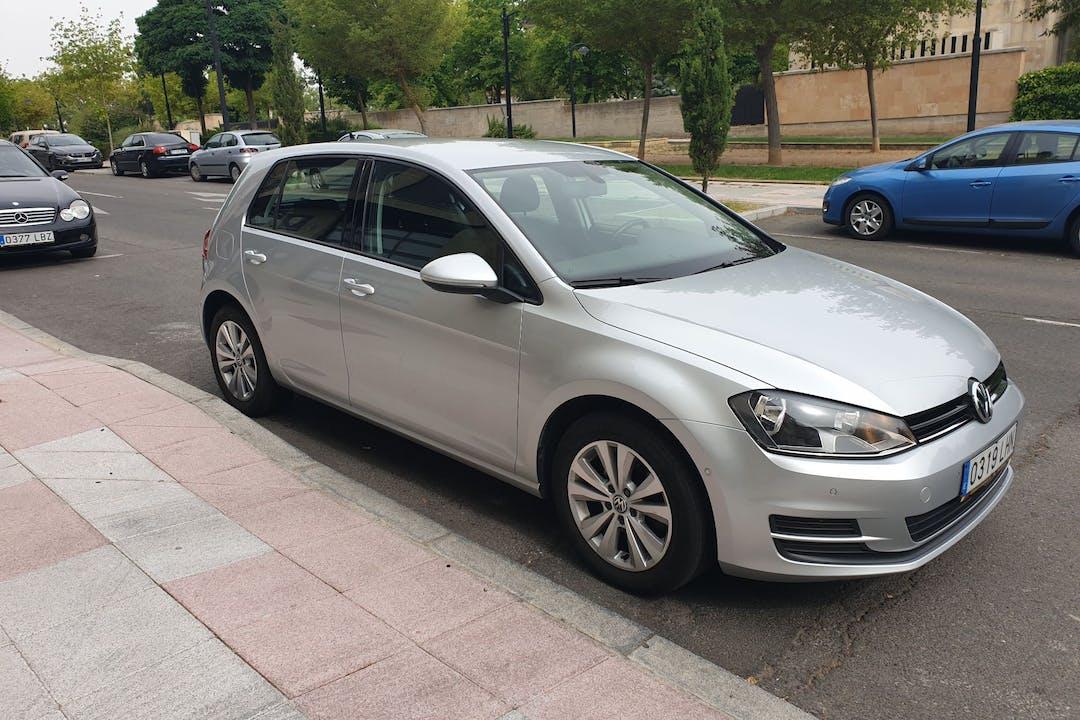 Alquiler barato de Volkswagen Golf cerca de  Salamanca.