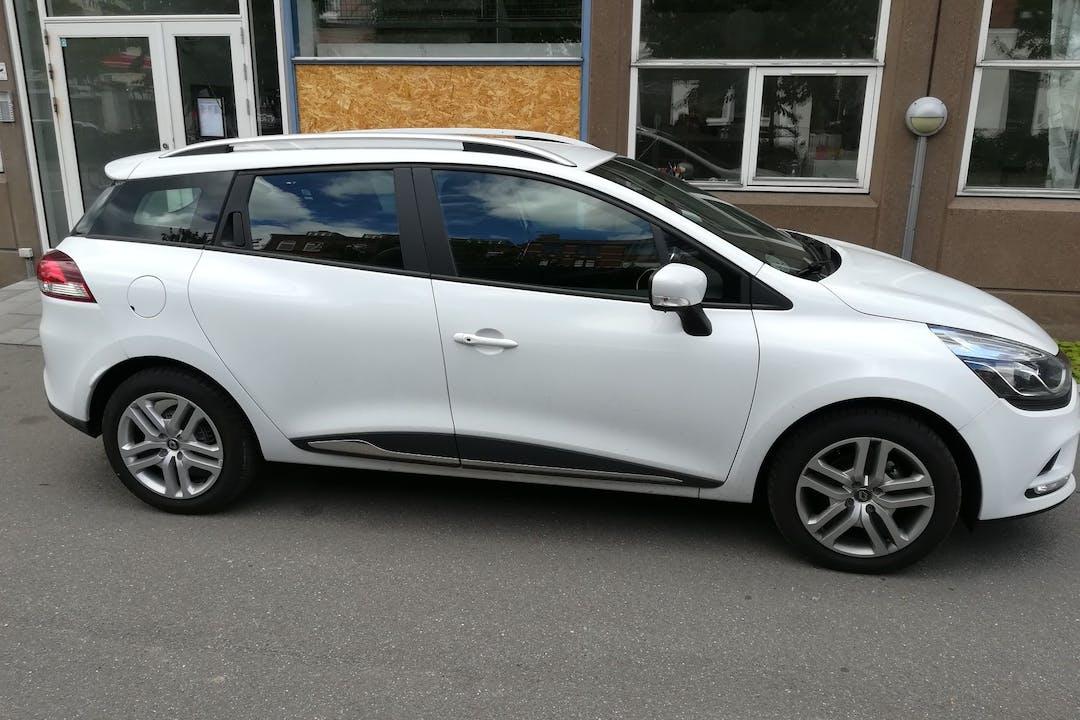Billig billeje af Renault Clio SW nær 2720 København.