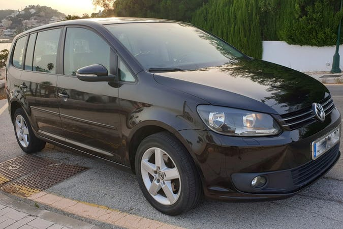 Alquiler barato de Volkswagen Touran cerca de 29002 Málaga.