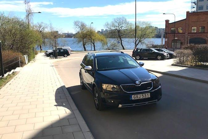 Billig biluthyrning av Skoda Octavia med GPS i närheten av 117 57 Hägersten-Liljeholmen.