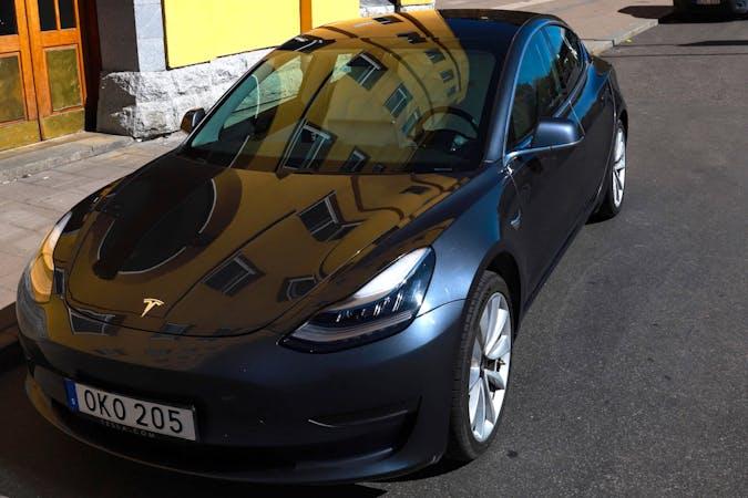 Billig biluthyrning av Tesla Model 3 LR P med Aircondition i närheten av 117 41 Södermalm.