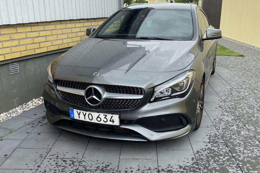 Billig biluthyrning av Mercedes CLA Coupe i närheten av 214 58 Fosie.