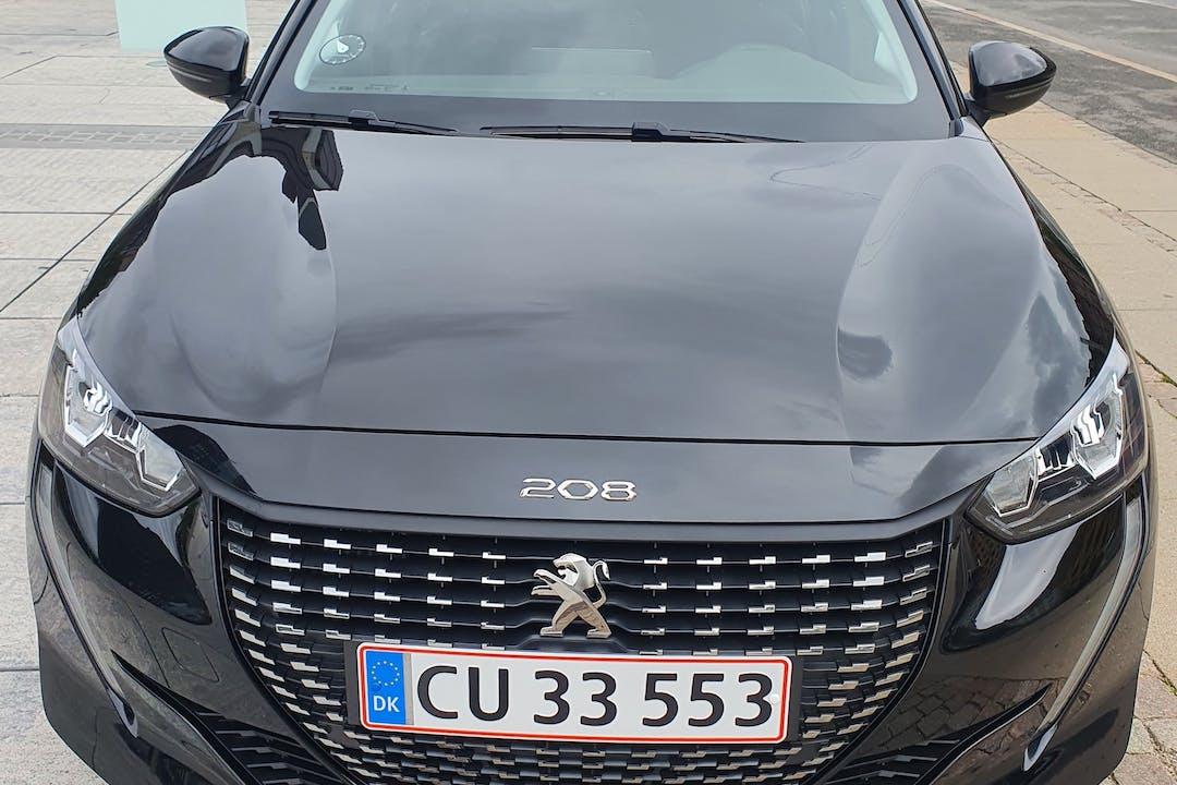 Billig billeje af Peugeot 208 med GPS nær 2400 København.